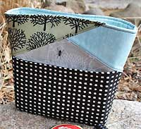 The Stand Up Clutch PDF Pattern by Andrie Designs